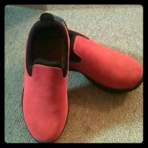 Red Lands' End mules.